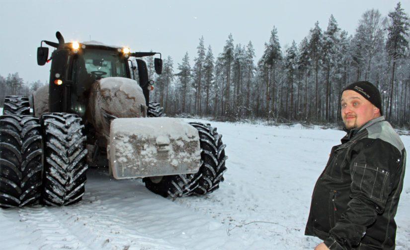 Maatalousurakointiin erikoistunut Timo Voutilainen viihtyy työssään, vaikka hintalappu palveluille on viime vuosina pienentynyt. – Nyt tarvitaan joustoa ja ymmärrystä, mutta ennen kaikkea muuntautumistaitoa, Timo tietää kokemuksesta.