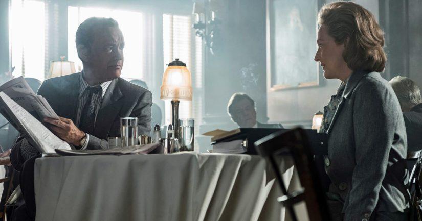 Päätoimittajaa esittävä Tom Hanks ja kustantajan roolissa oleva Meryl Streep tapaavat aamupalaverissa.