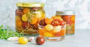 Terveyspommi tomaatti taipuu moneen – erinomaisesta lisukkeesta saa tehtyä myös herkullisia ruokia