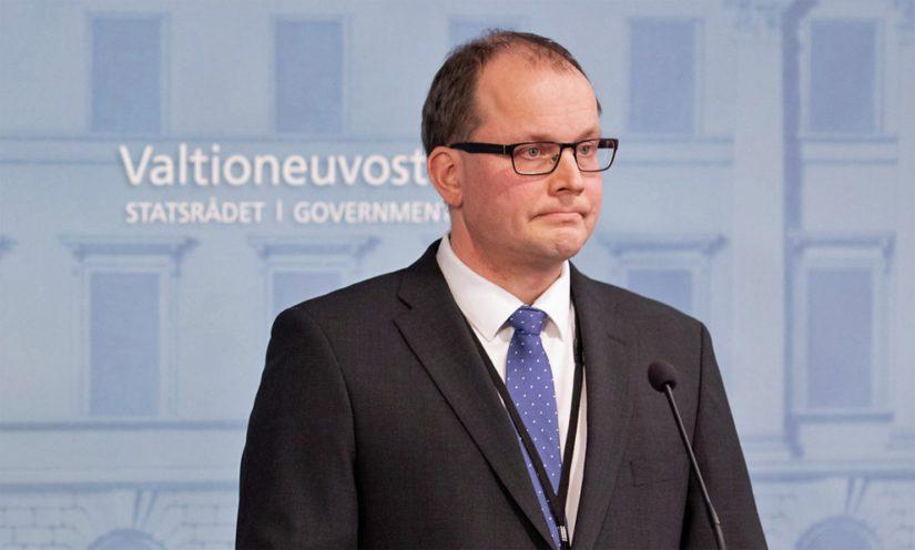 Huoltovarmuuskeskuksen toimitusjohtaja Tomi Lounema kertoi tiedotustilaisuus suojavarustehankinnoista koronavirustilanteessa.