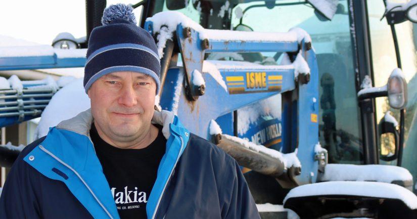 Metsuriksi kouluttautuneen Tonin työkalenteri täytyy myös metsätaloudesta sekä koneurakoinnista.
