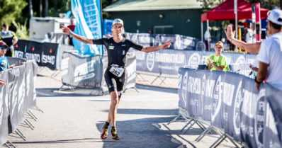 Triathlonin täysmatkan SM-mitaleista kisattiin puuskittaisessa tuulessa – mukana yli 600 kilpailijaa