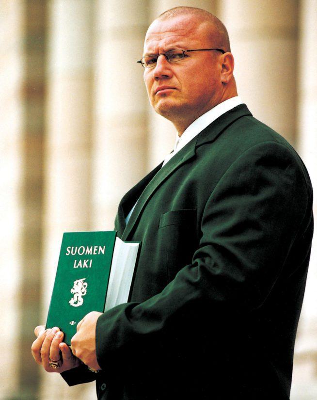 Ammattinyrkkeilijä Tony Halme yllätti äänivyöryllään eduskuntavaaleissa vuonna 2003. (Kuva Olli Mannila)