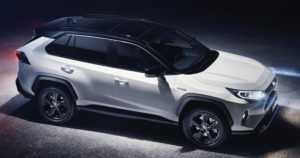 Toyotan suosikkikatumaasturi uudistui – viidennen sukupolven RAV4 on rohkea ilmestys