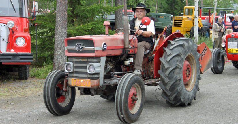 Näyttävä traktoriparaati on yksi tapahtuman odotetuimmista ohjelmanumeroista. Nähtävillä on kattava läpileikkaus suomalaisilla pelloilla uurastaneista traktorimalleista.