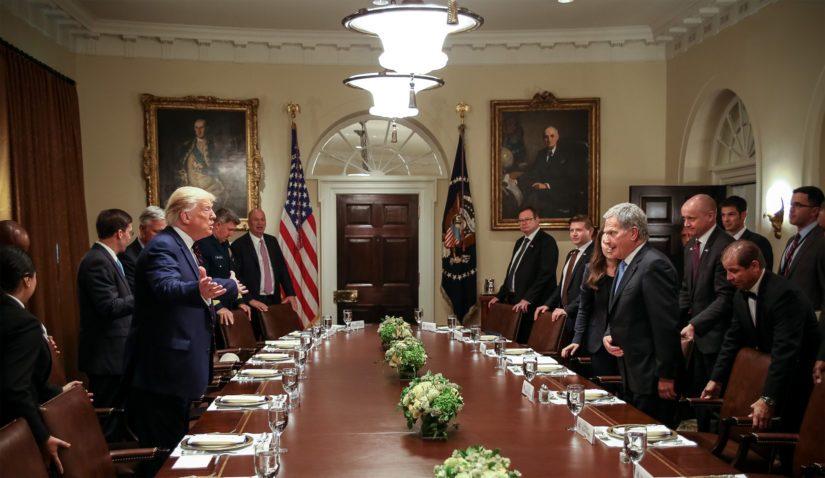 Suomalaisdelegaatio osallistui työlounaaseen Valkoisen talon kabinettihuoneessa.