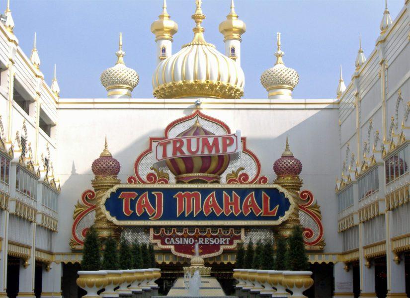 """Donald Trump kuvaili kasinohotellia """"maailman kahdeksantena ihmeenä""""."""