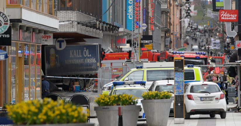 Tukholman terrori-iskua pelättiin ja odotettiin – varastettu kuorma-auto ajoi väkijoukkoon