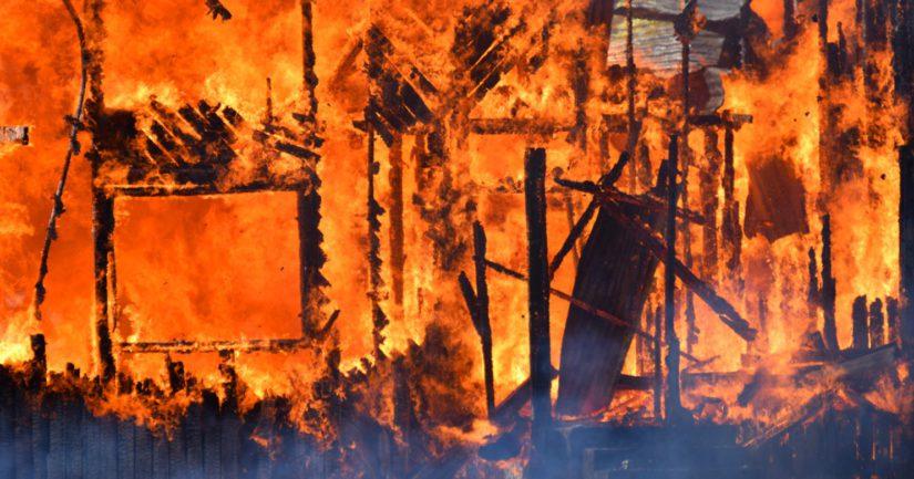 Järvenpääläisessä Jampan kaupunginosassa sijainnut omakotitalo tuhoutui tulipalossa täysin.