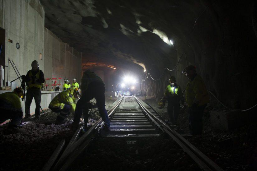 Koska metrotunnelin päästä pilkottaa valo, vai onko se metrojuna? (Kuva Länsimetro)