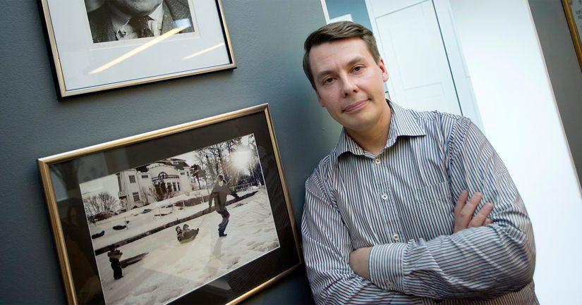 Lapsiasiavaltuutettu Tuomas Kurttila on hakenut virkaansa jatkokautta, mutta hän on myös SDP:n eduskuntavaaliehdokas.