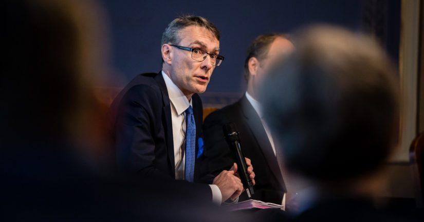 Oikeuskansleri Tuomas Pöysti muistuttaa, että hänen toimivaltaansa tai tehtäviinsä ei kuulu määrätä viranomaisia ryhtymään mihinkään tiettyihin toimenpiteisiin.