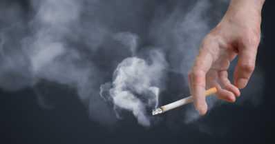 """Koronapandemian aikana on erityisen tärkeää lopettaa tupakointi – """"Lisää vakavan koronataudin riskiä"""""""
