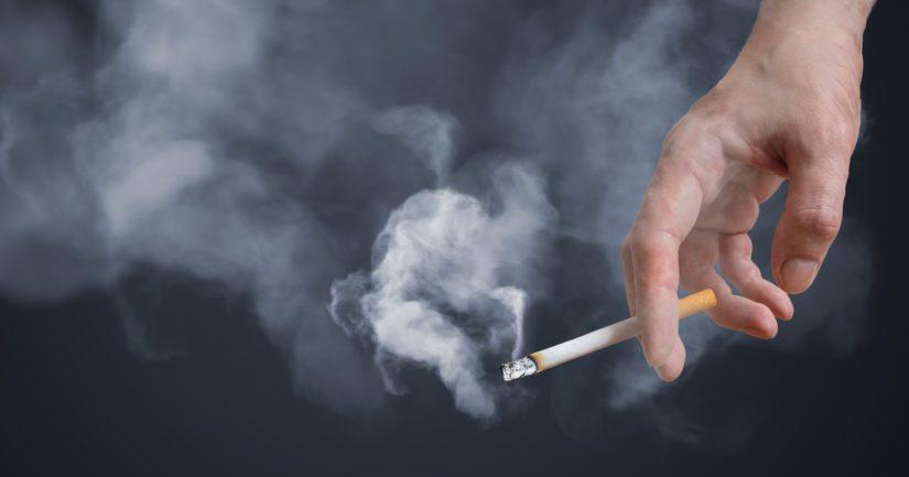 Suomalaisista aikuisista 11 prosenttia tupakoi ja lähes 5 000 suomalaista kuolee vuosittain tupakan aiheuttamiin sairauksiin.