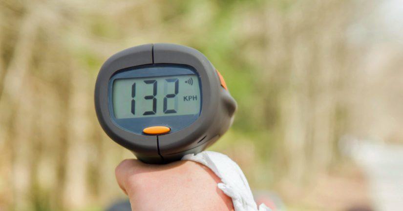 Poliisipartio mittasi vastaantulevalle ajoneuvolle reilun ylinopeuden.