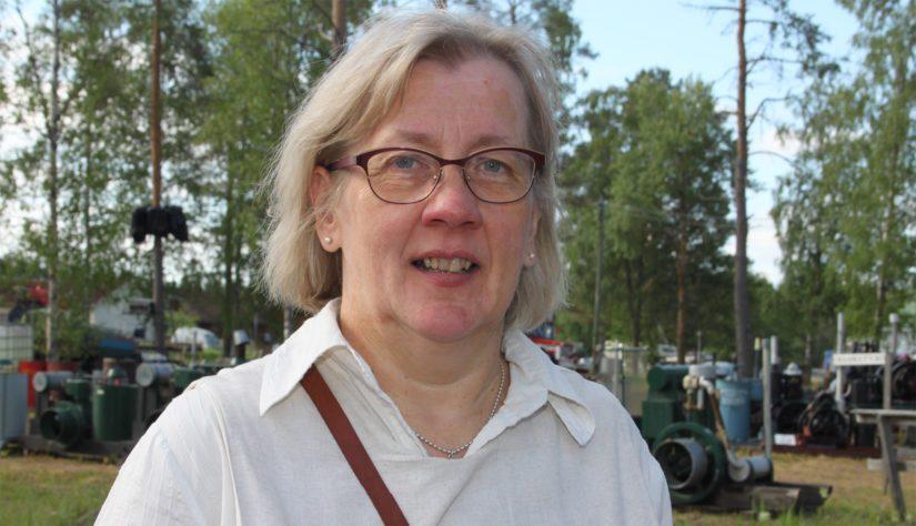 Tapahtumasihteerinä toimiva Tuula Aitto-Oja sanoo Weteraanikonepäivien nousseen Suomen suosituimpien kesätapahtumien joukkoon.