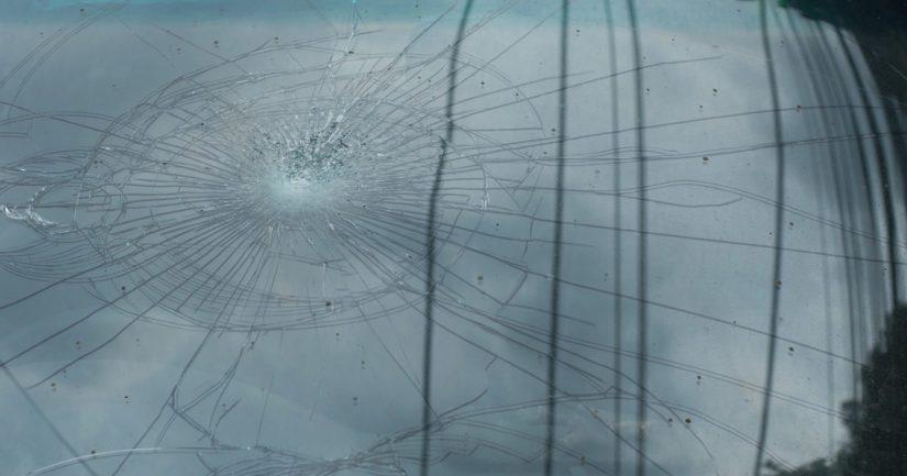 Poliisin tietoon tulleissa tapauksissa tuulilasit ovat rikkoutuneet.