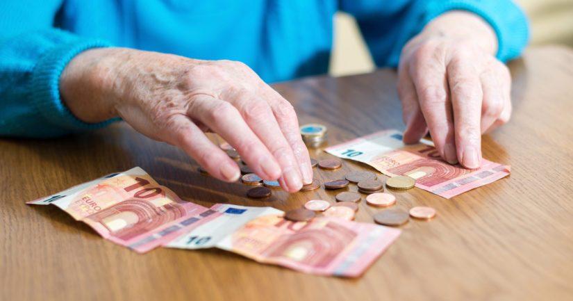 Työttömien perusturvaa ovat heikentäneet työttömyysetuuksiin ja yleiseen asumistukeen tehdyt leikkaukset.