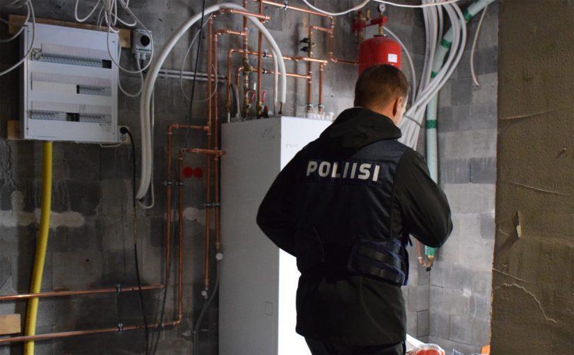 Porvoossa tehtyihin etsintöihin 5.9. osallistui suuri määrä poliiseja.
