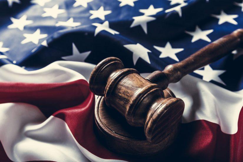 Yhdysvaltojen yhteiskuntajärjestelmää ravistelevat muun muassa rotumellakat, koronan aiheuttamat talousongelmat sekä maahanmuuttokysymykset.