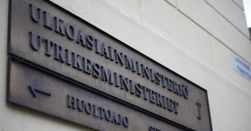Suomalaiset matkustavat joka puolella maapalloa ja joutuvat myös ongelmiin, jolloin ulkoministeriötä tarvitaan apuun.