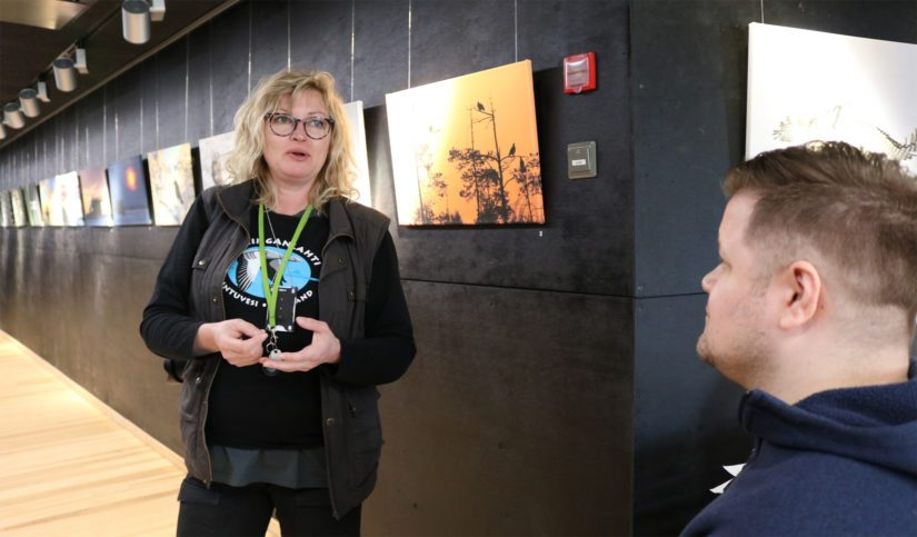 Liminganlahden luontokeskuksen hoitaja, Ulla Matturi sanoo pitävänsä huolen siitä, että luontokeskus on niin sanotusti kynnyksetön paikka. – Linnut ja luonto kuuluvat kaikille, Ulla kiteyttää.