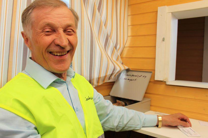 Monitoimimies Unto Virkkula sanoo Koskenperän säilyttäneen asemansa kesälavojen kovassa kilpailussa. – Erikoisvahvuutemme on hyvä ja sopivasti liukas tanssilattia.