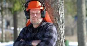 """Pihkan keskellä kasvanut Urmas on aito ammattimetsuri – """"Aloitin metsätyöt vesurin varressa 12-vuotiaana"""