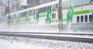 Junavuoroja on peruttu ja aikataulut myöhästelevät – lunta, jäätä ja kalusto kovilla