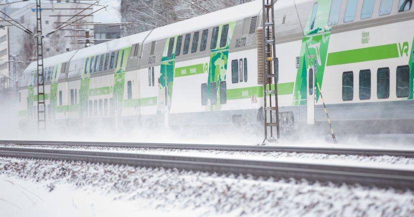 VR vakuuttaa, että 95 prosenttia kaukoliikenteen junista pyritään liikennöimään normaalisti.