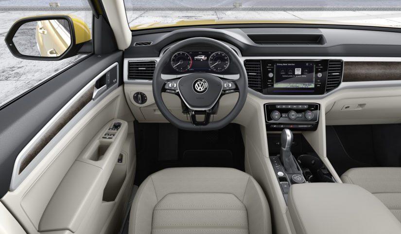 USA:ssa auto on Touaregia edullisempi, mikä selittyy mm. yksinkertaisemmalla tekniikalla ja kovamuovista tehdyllä sisustalla.
