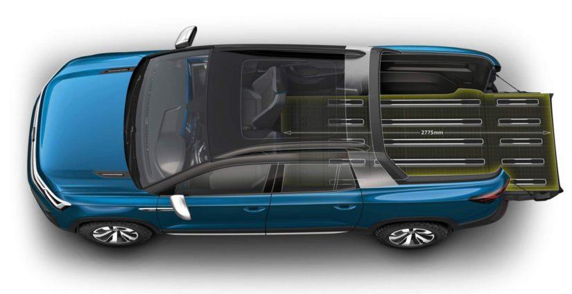 Auton lavaa voi jatkaa sisustan puolelle takapenkkien kustannuksella ja hytin takaseinän saa kumottua sisään.