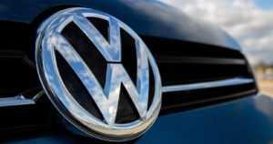 VW on jälleen skandaalin kourissa – 17 000 romutettavaa esisarjan autoa myytiin asiakkaille