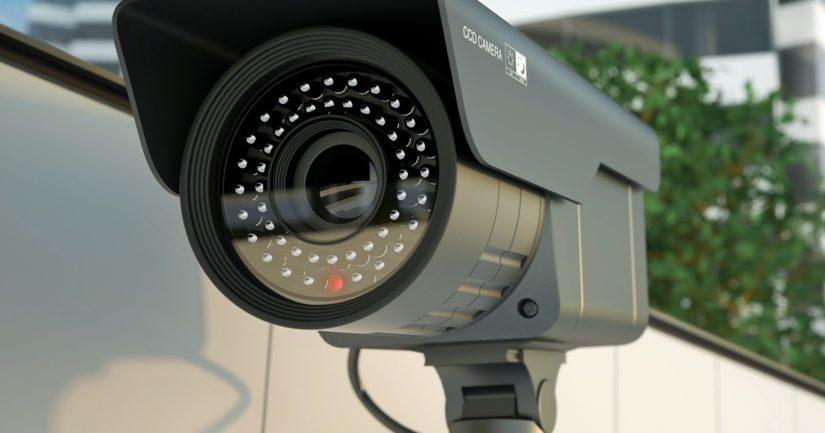 Teko tallentui kiinteistön valvontakameraan ja tallenteesta on nähtävissä, kun kaksi miestä poistui paikalta autolla.