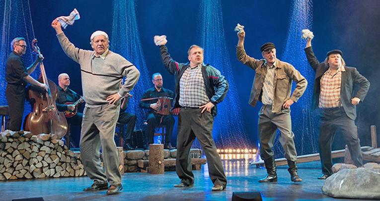 Vanhat pojat tanssahtelevat estradilla notkeasti, vaikka Esko Roinekin täytti juuri 74 vuotta.