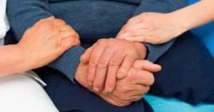 """Oppositio vaatii hoitajamitoitusta heti vanhuspalvelulakiin – """"Sote-valiokunta sen kyllä ennättää käsitellä"""""""
