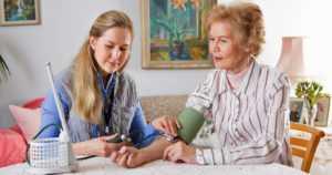 Suomalaisen vanhustenhoidon tila on huolestuttava – henkilöstön määrä on aivan liian pieni