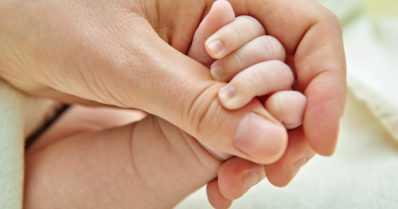 Äidin masennusoireet vaikuttavat myös lapsen tunne-elämään – vanhemman masennus on toisellekin riski