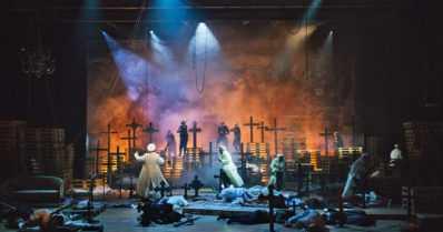 Musiikki ja solistit valaisevat Tampereen – sisällissodan tragedia ensi kertaa oopperalavalla