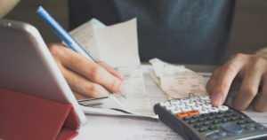Maksuhäiriömerkintä voi estää vakuutusten saamisen – peruspankkipalvelut turvaa laki