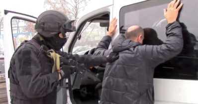 Terroristien uhka toi rautaa rajalle – rajavartiomiehet kantavat jatkossa konepistooleja