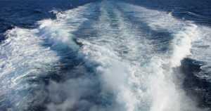 Viisihenkisen seurueen perämoottorivene hörppäsi vettä ja upposi – henkilöt pelastautuivat kivelle