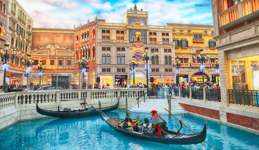 The Venetian -kasino on nimensä mukainen, omaten upeita venetsialaisia symboleita kuten sisätilakanaalin.