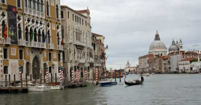 Italian ystäväksi voi kasvaa lukemalla Elena Ferranten romaaneja ja Donna Leonin dekkareita