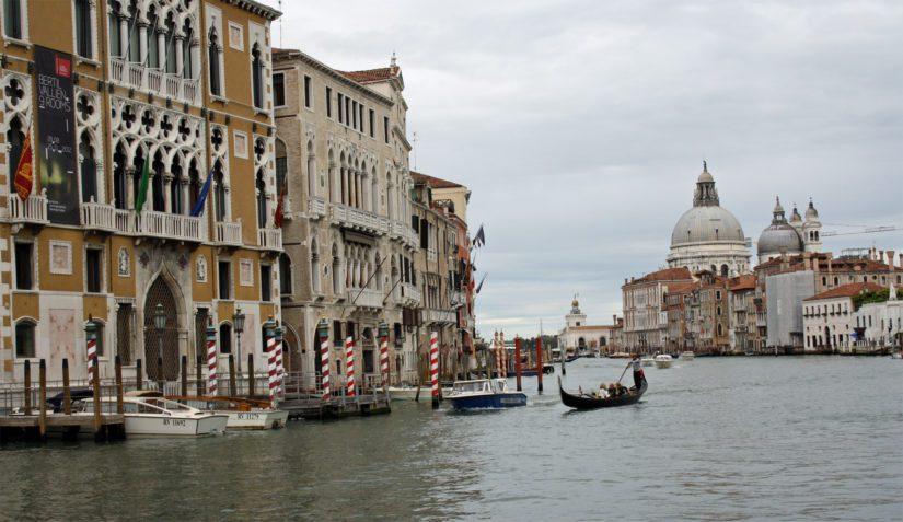 Maailmanperintökohde Venetsiaa uhkaa kohoava vesi ja ylimitoitettu turismi. (Kuva Kari Kallonen)