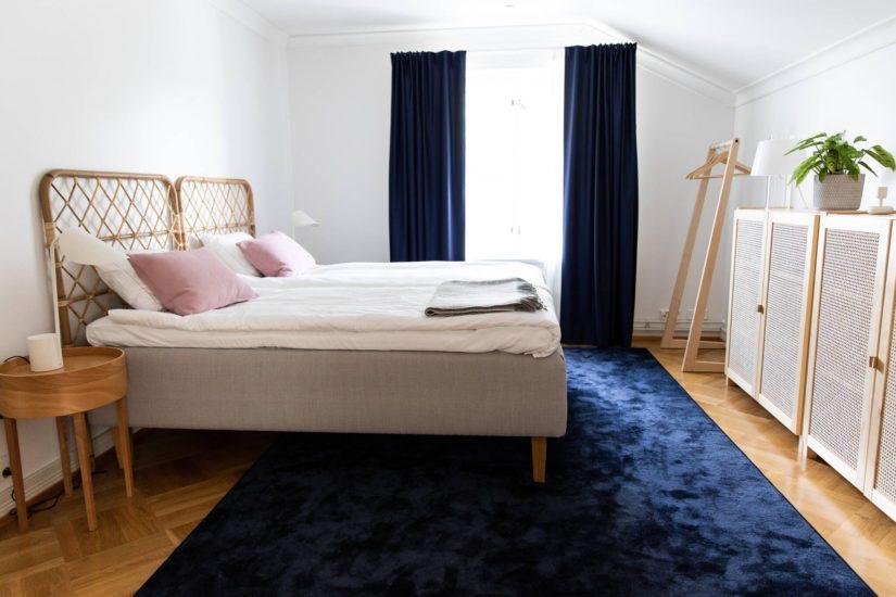 Yksityistilojen kuten vierashuoneen seiniä on maalattu ja kalustusta uusittu osittain.