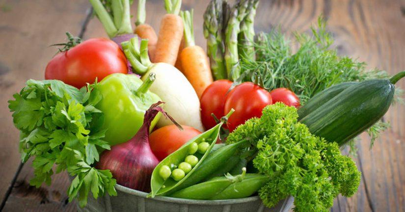 Listeriaa voi esiintyä kuumentamattomissa elintarvikkeissa kuten esimerkiksi tuoreissa kasviksissa.
