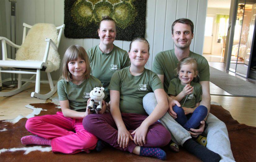 Tiina ja Heikki ovat onnellisia siitä, että saavat kasvattaa lapsensa Vuokon, Vanamon ja Viljan maalla ja maaseudun arkeen.