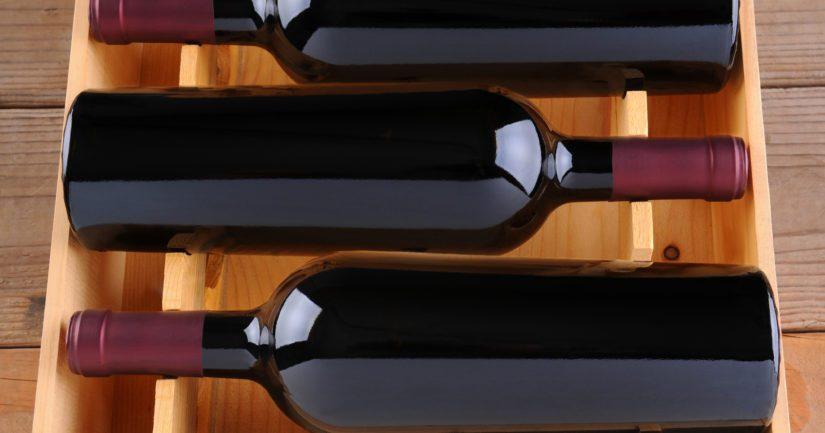 Kotigokki alias Timo Ernamo viihtyy myös mainiosti nenä viinilasissa.