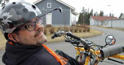 """Vammautumisen jälkeen Villestä tuli keksijä – """"Annan vanhoille pyörän raadoille uuden elämän"""""""